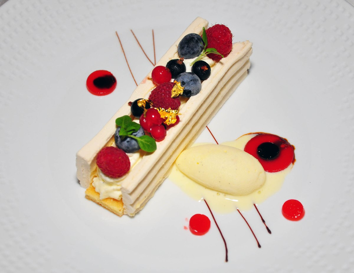 12. Dessert Pavlova