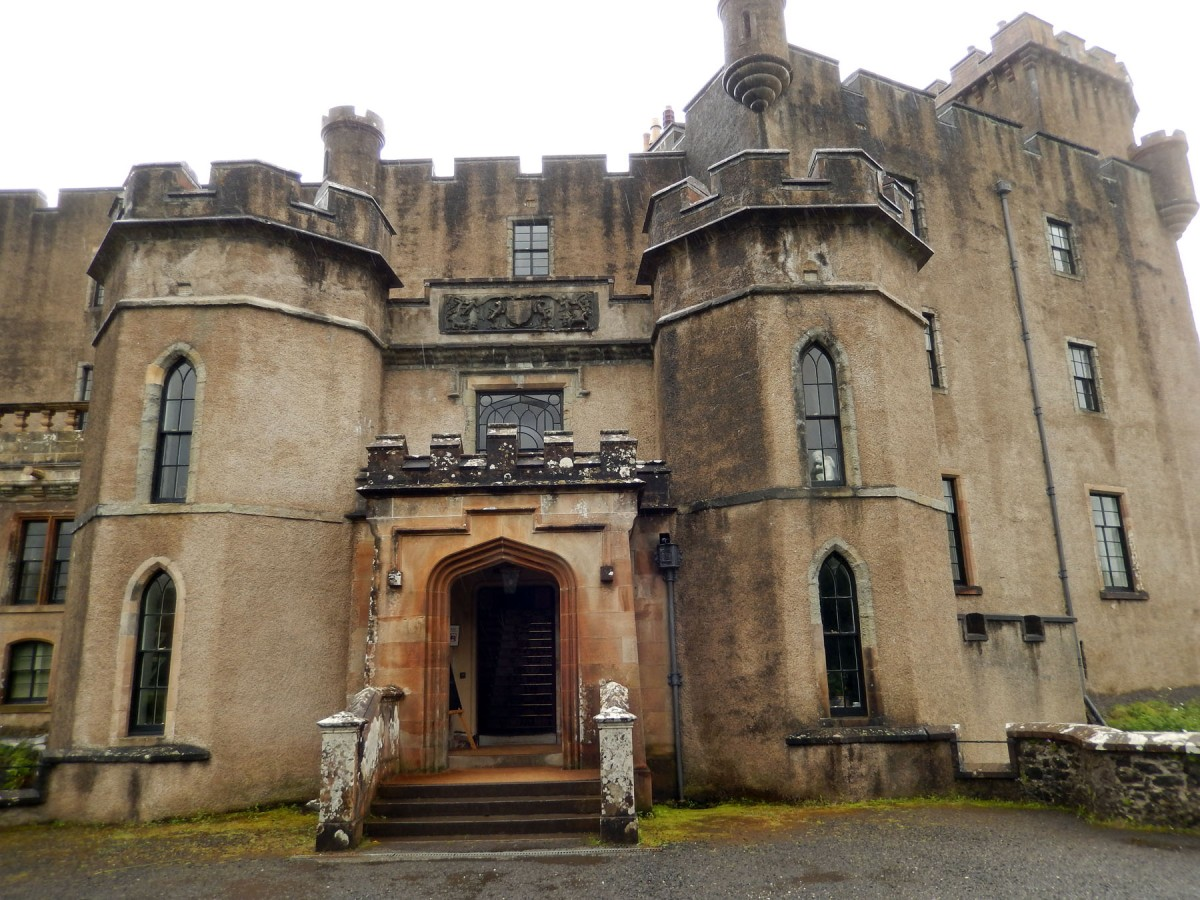 4   Dunvegan Castle Entrance