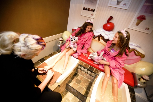 Girls in Scooops Kid Spa