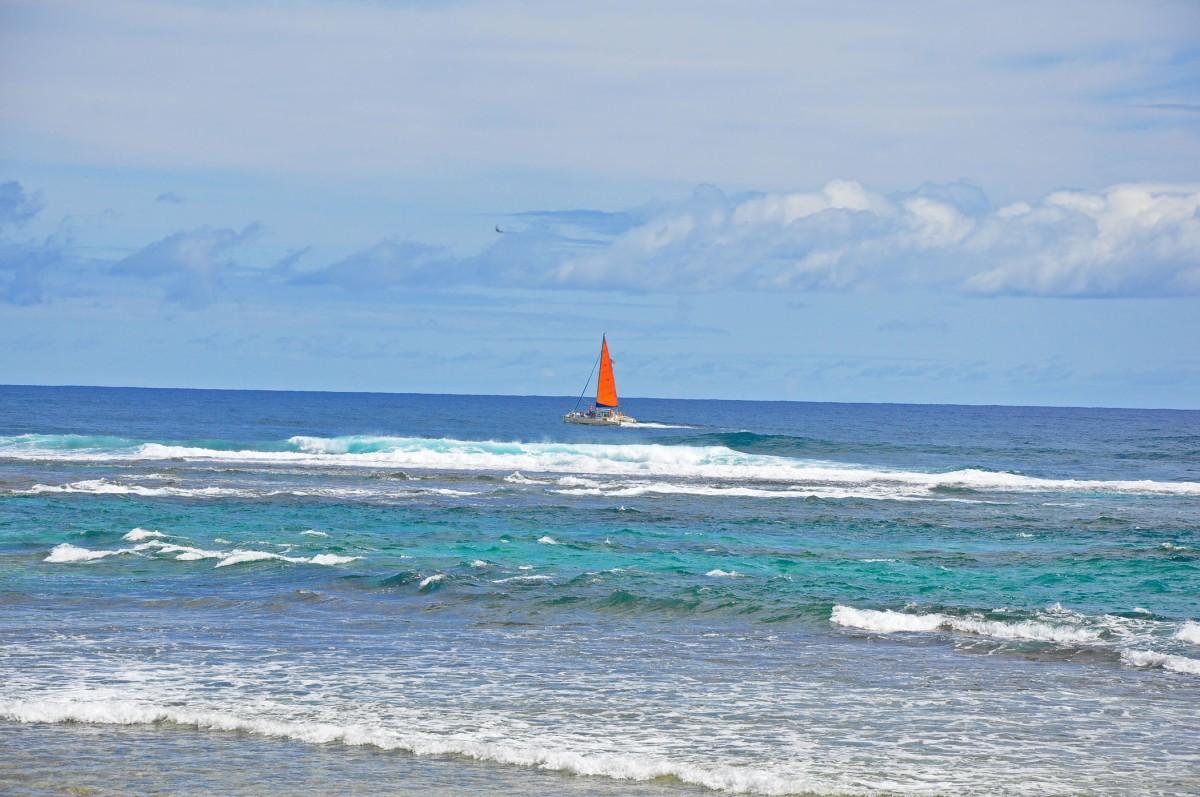 Hanalei Bay red sail