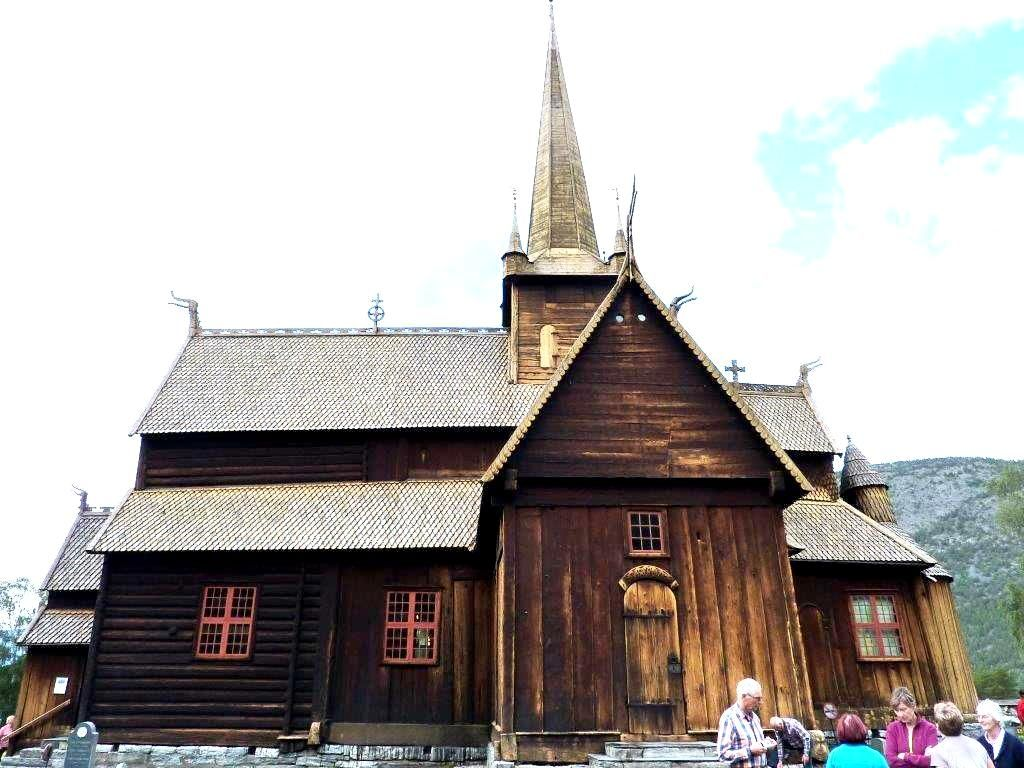 Photo 4. Lom Church