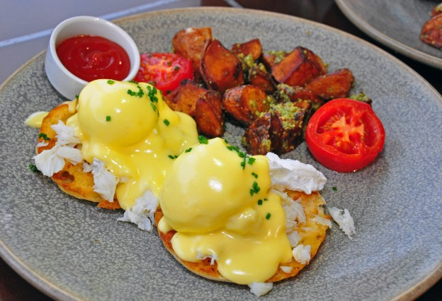 CA Market eggs benedict